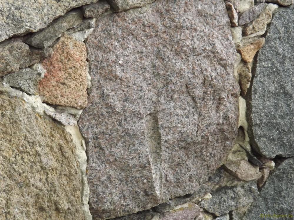 201705-buchenwald-chorin-06-kirche-steinschlag