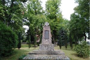 Radtour Ladeburg: Kriegerdenkmal am Kirchplatz