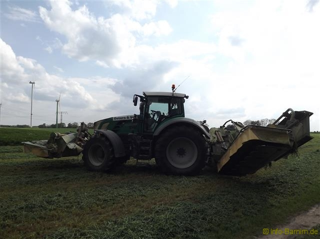 Traktor im Barnim #02